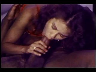 युवा सफेद लड़की बीबीसी के चुंबकीय पुल का अनुभव