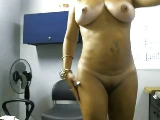 एमआईएलए एसई Desnuda एन सु Oficina