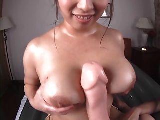 बड़े स्तन के साथ तेल मालिश