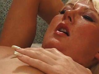 समलैंगिक कार्रवाई में ब्रिटिश जेनी loveitt