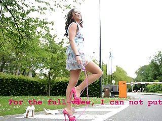 ऊँची एड़ी के सुनहरे बालों वाली लड़कियों विचारों में किशोर लंघन रस्सी