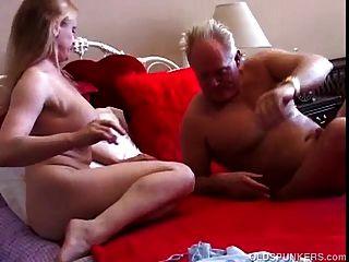 सुंदर बड़े स्तन milf बकवास करने के लिए प्यार करता है