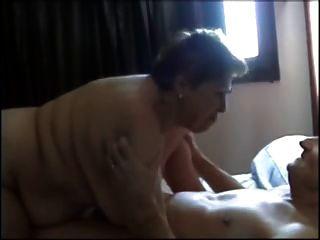 फ्रेंच दादी मौखिक सेक्स