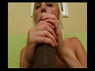 प्यारा सुनहरे बालों वाली लड़की सबसे बड़ी dildos के प्यार करता है