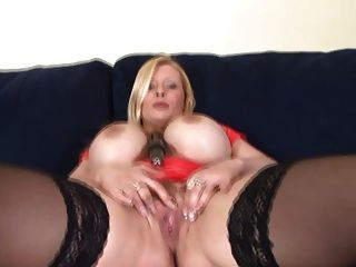 जर्मन बड़े स्तन गंदा बात के साथ खिलौना बनाम