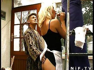 फ्रेंच Papy दृश्यरतिक साथ त्रिगुट में sodomized बेब