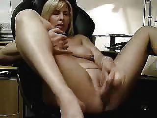 मेरी पत्नी हस्तमैथुन के गर्म वीडियो।शौकिया परिपक्व