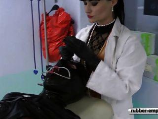 gynolocical कुर्सी पर रबर गुलाम।