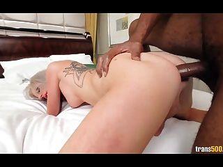 सेक्सी गोरा जुलिएट आवारा गड़बड़ मुंह और गधे पाने के लिए प्यार करता है