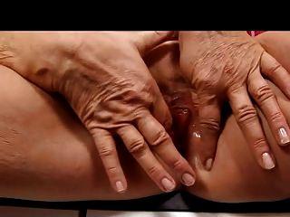 मोज़ा उंगलियों में गोरा दादी