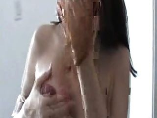 गर्भवती कुतिया उसे स्तन दुहना
