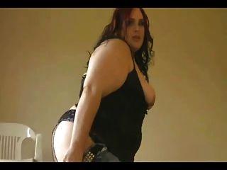 कामुक सुंदर फैट बीबीडब्ल्यू दोस्त उसके बड़े स्तन दिखा