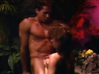 Ashlyn गेयर और पीटर उत्तर एक जंगल में स्नान