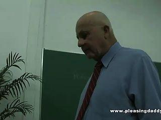 छात्र एक चाल या दो सींग पुराने शिक्षक से सीखता