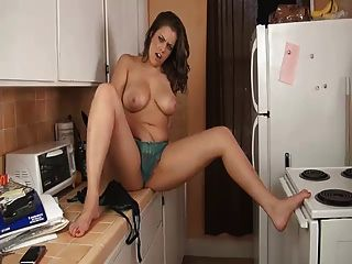 रसोई घर में बहनों भारी स्तन जॉय ... IT4REBORN