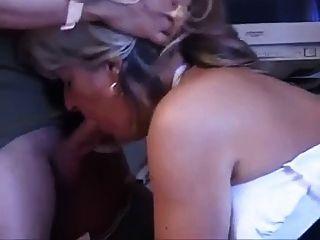 मृदु saggy स्तन और स्वादिष्ट योनी के साथ माँ