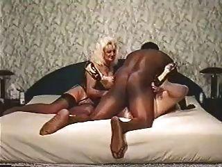 व्यभिचारी पति गुलाम अपमान
