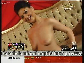 तेजस्वी रोमानियाई महिला ऐनी टीवी पर नग्न नाच!