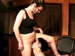 महिला और उसके छोटे सहायक