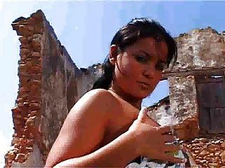 Suzana खंडहर FM14 द्वारा नग्न