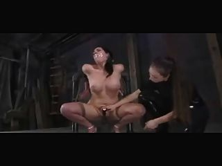 अपमानित और दंडित समलैंगिक बीडीएसएम गुलामों