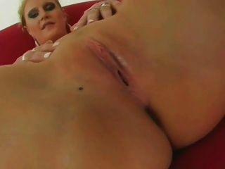 बैंगनी - बिग titted नर्स