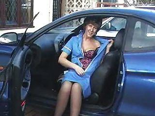 कार में नर्स में सारा
