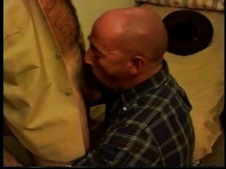 गर्म शेरिफ एक गंजा पिता कमबख्त
