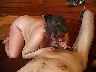 saggy स्तन और आदमी के साथ पुराने मोटा माँ