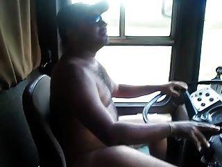 सेक्सी भालू ट्रक चालक (नग्न)