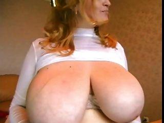 माँ स्तन मिल गया!