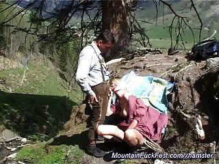 पहाड़ में हार्ड गुदा मैथुन