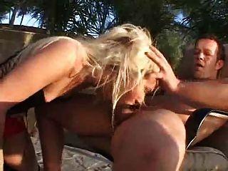 लेटेक्स में सेक्सी tranny