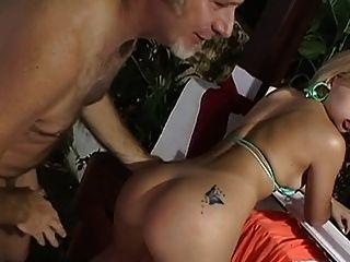 वर्ष जेक ब्राजील के एक लड़की कमबख्त
