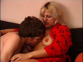 रूसी माँ और उसके बेटे को