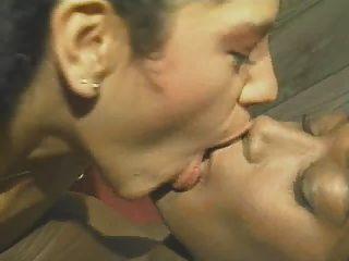 प्यार रंग 3 समलैंगिक दृश्य में