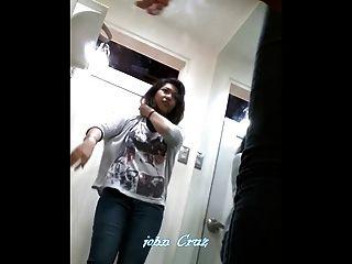 Boso दृश्यरतिक छिपे हुए कैमरे Pinay किशोर ड्रेसिंग रूम में फिटिंग