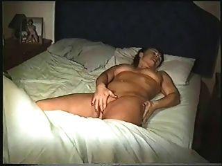 बिस्तर में नग्न