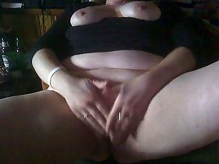 बीबीडब्ल्यू एक चिल्ला संभोग करने के लिए उसके clit रगड़