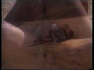 पीटर उत्तर समुद्र तट पर एक गर्म गोरा shags