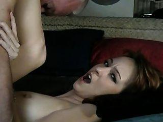 ओल्ड मैन दाई fucks (वह उसे दूर अपने ही सह licks)