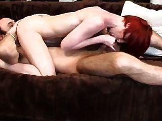 fille bandante avec सत्र Cheveux Rouges