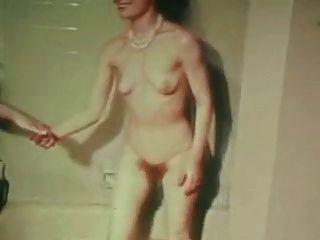 विंटेज क्लासिक - औरत दृश्य पर औरत।
