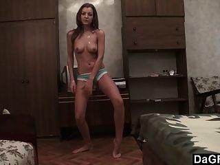 ऑडिशन के टेप उजागर: कॉलेज लड़की फिल्मों में सेक्सी स्ट्रिपटीज