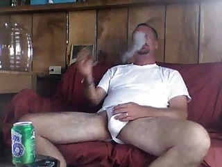 पिता धूम्रपान कमबख्त माँ के बाद एक अच्छी तरह से लायक सिगार