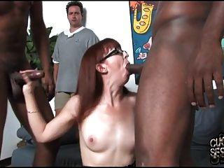 फूहड़ पत्नी व्यभिचारी पति के सामने 2 बीबीसी fucks