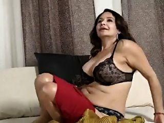 saggy स्तन और मीठी योनी के साथ माँ