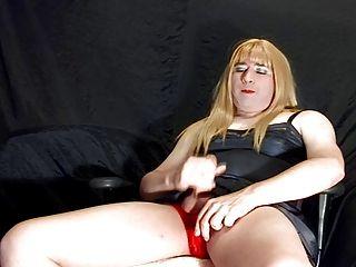 एक पर्ची में crossdresser cums