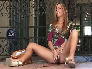अद्भुत महिला 1 फुहार