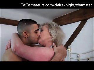 दो grannies एक भारतीय takeaway हिस्सा